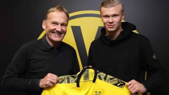 Dortmind Hans-Joachim Watzke con Erling Haaland