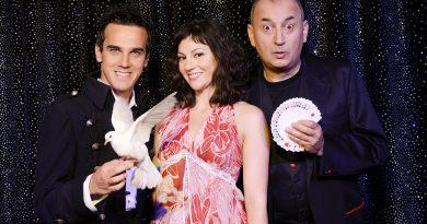 Luca Bono e Marco Aimone con Sabrina Iannece in Wow (Foto Paolo Ranzani)
